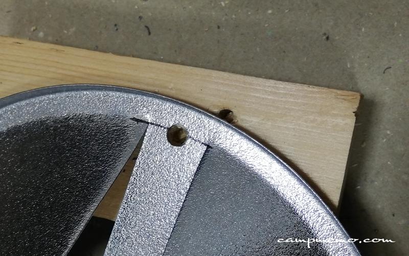 自作のST-310用遮熱板を加工中