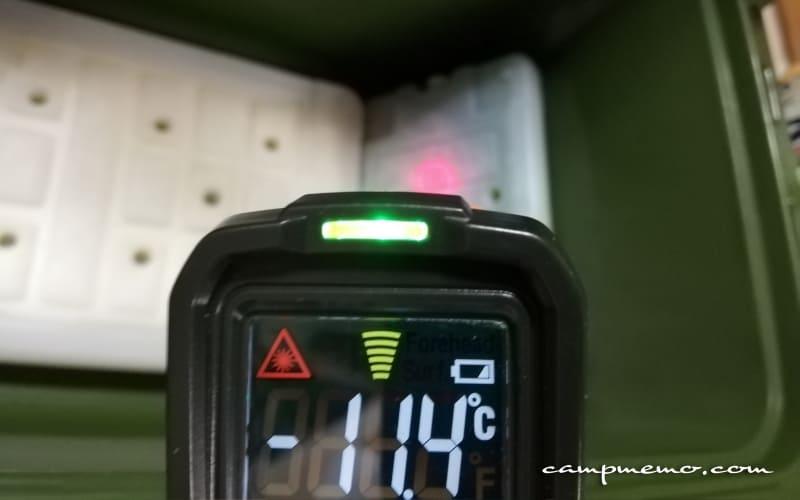 インペリアルクーラーボックス内の倍速凍結Mサイズ右側