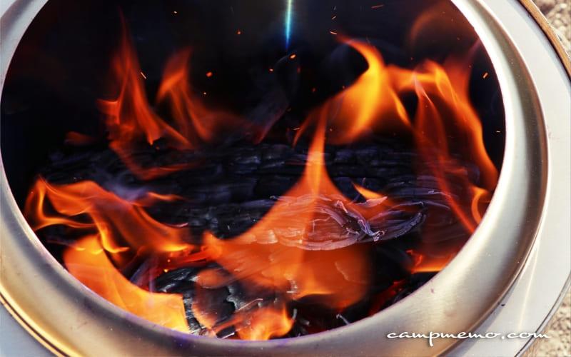 ソロストーブ燃焼の様子