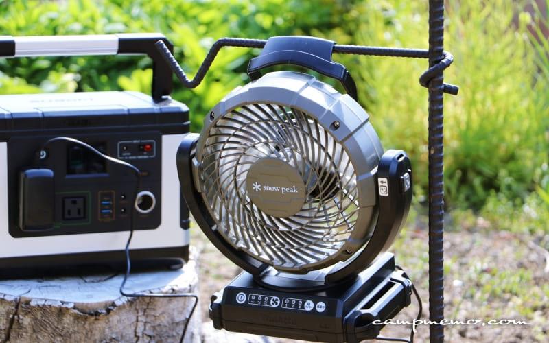 suaoki-G500ポータブル電源とフィールドファン